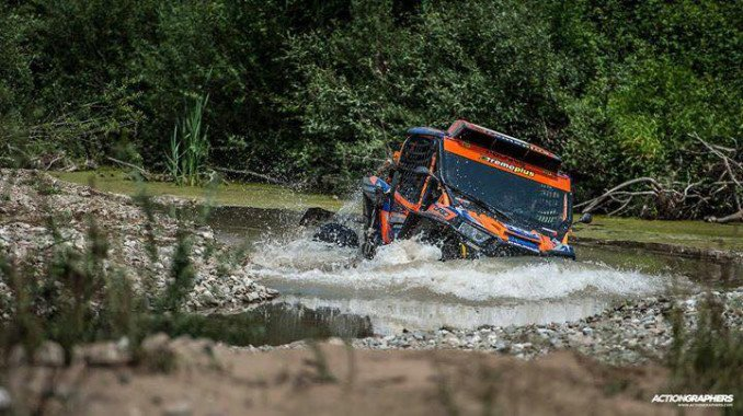 Hellas Rally Raid 2018 - SSV tackles river crossing